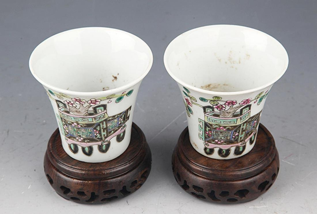 A PAIR OF FINELY PAINTED PORCELAIN CUP - 2