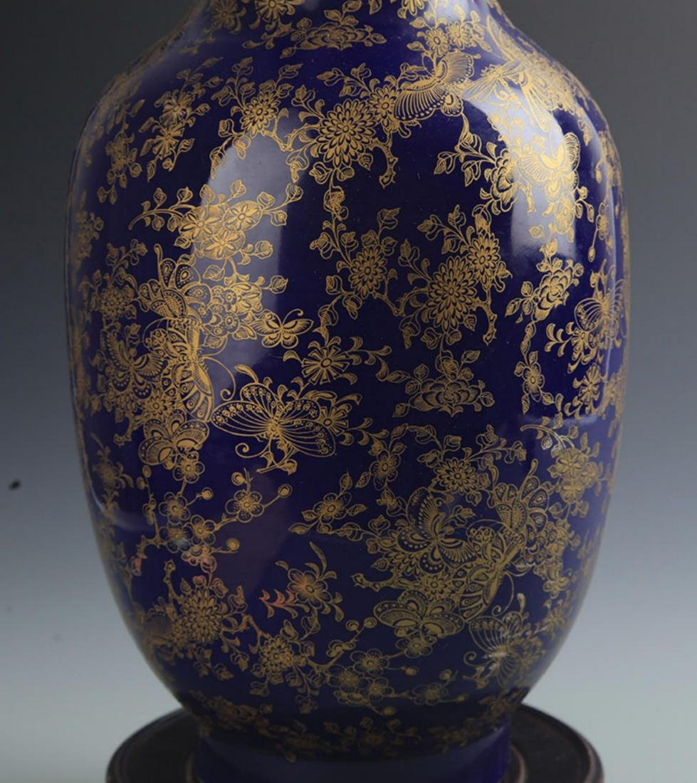 A FINE BLUE GROUND BUTTERFLY PATTERN VASE - 6