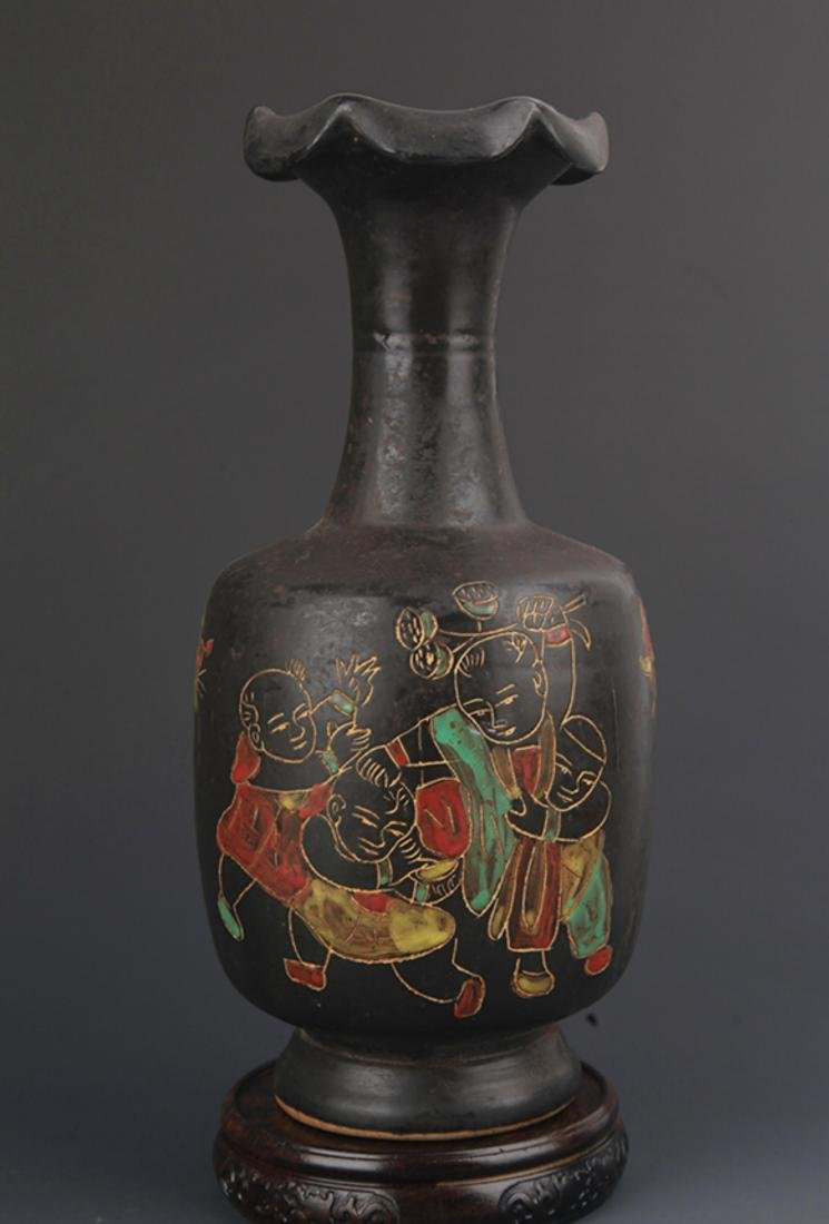 "A ""DING YAO"" BLACK COLOR FLOWER TOP BOTTLE"