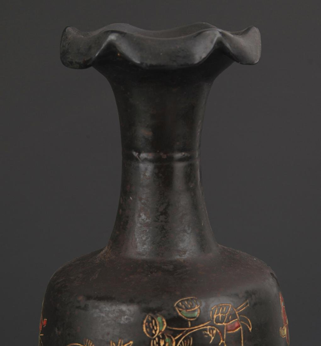 "A ""DING YAO"" BLACK COLOR FLOWER TOP BOTTLE - 3"