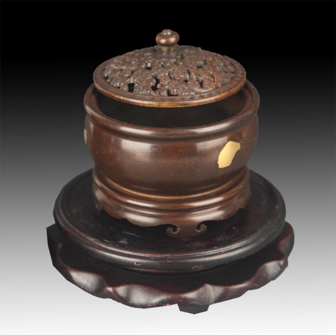 A SPIKLE GOLD ROUND BRONZE AROMATHERAPY