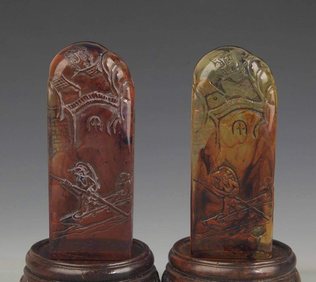 PAIR OF OPTIMIZED AMBER LANDSCAPING SEAL