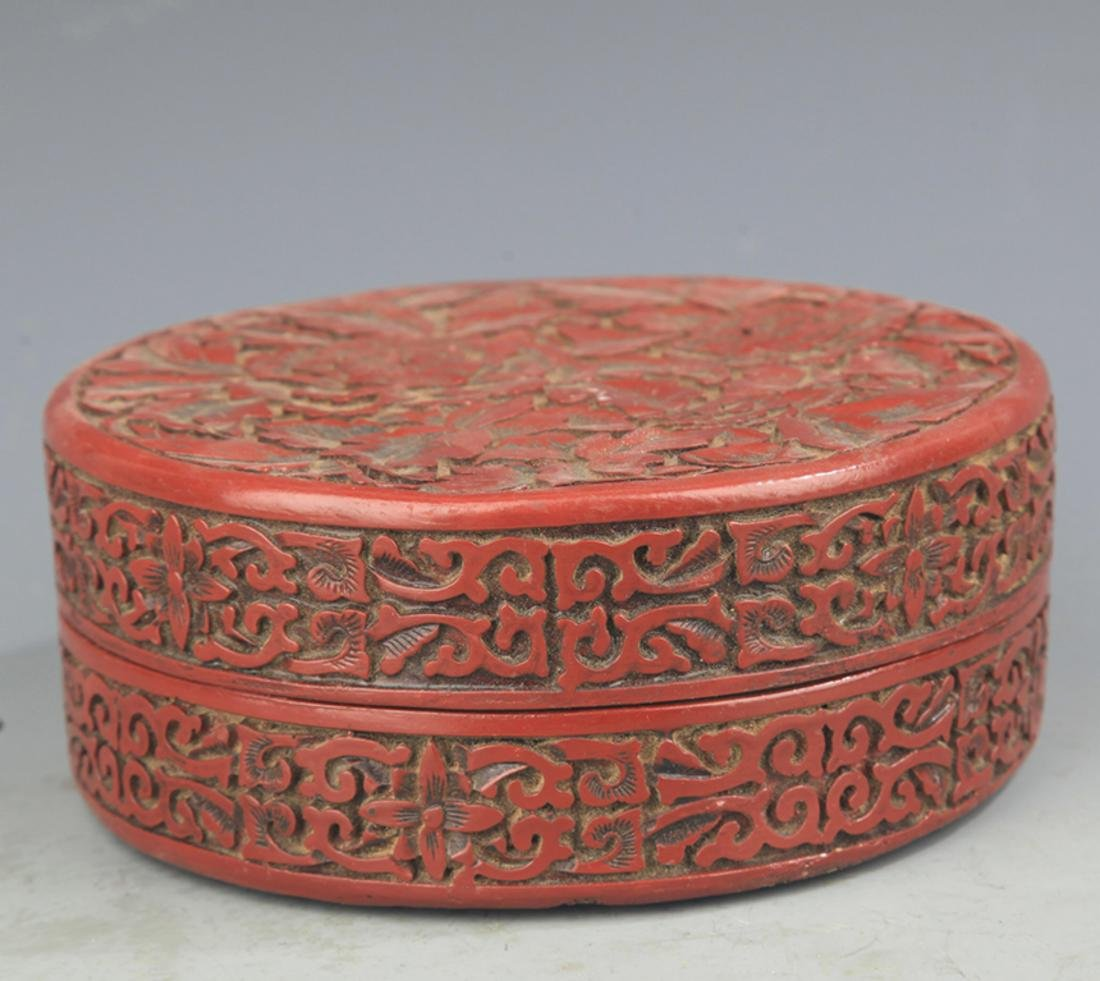 A FINE CHINESE LACQUER BOX WITH COVER