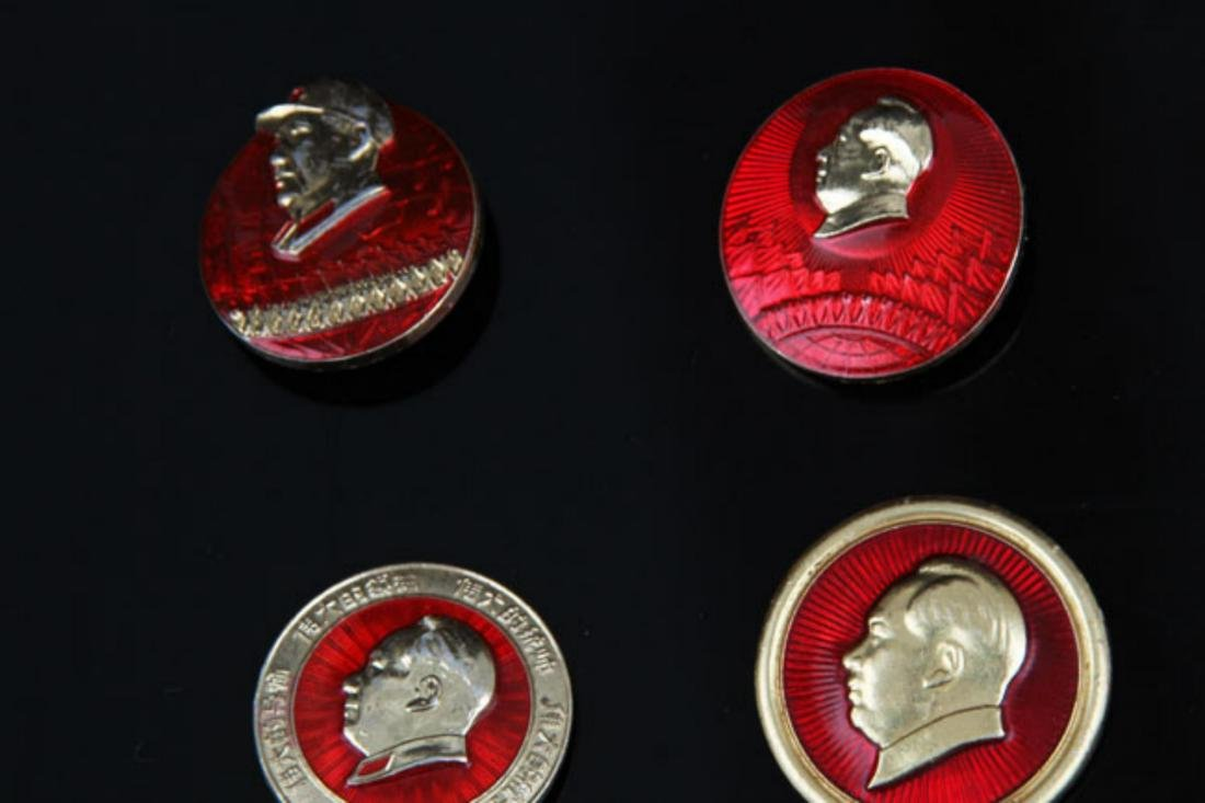 GROUP OF 28 OLD  CHAIRMAN MAO BADGE - 4