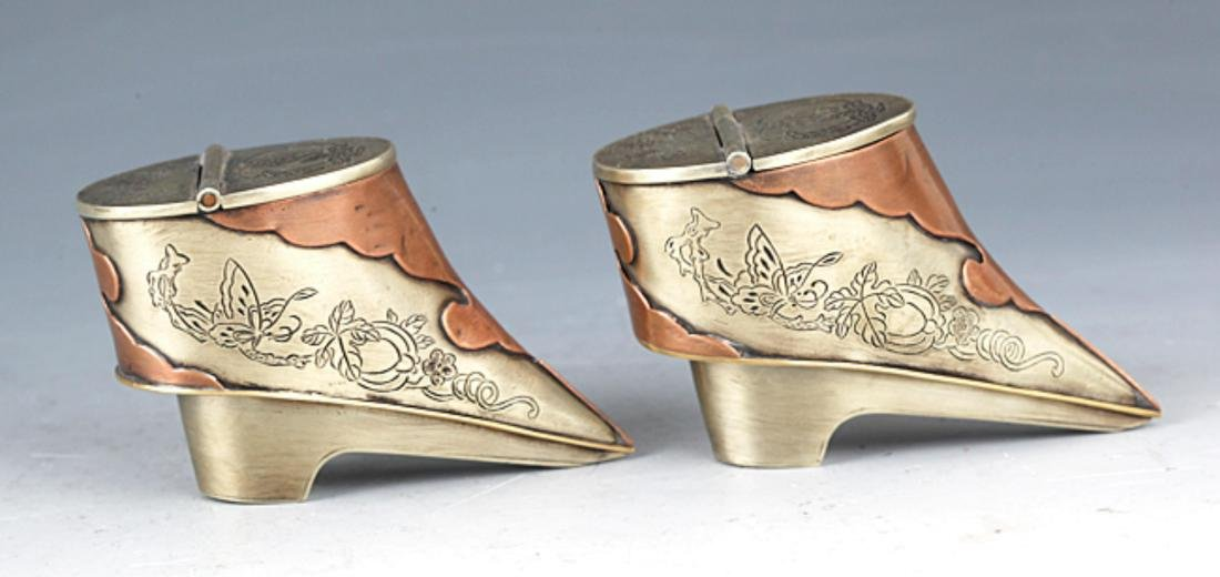 A PAIR OF SMALL SHOE SHAPE BRONZE TOBACCO BOX - 2