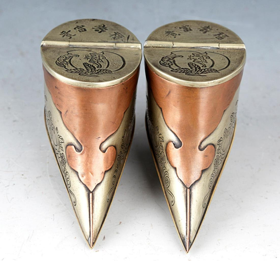 A PAIR OF SMALL SHOE SHAPE BRONZE TOBACCO BOX - 4