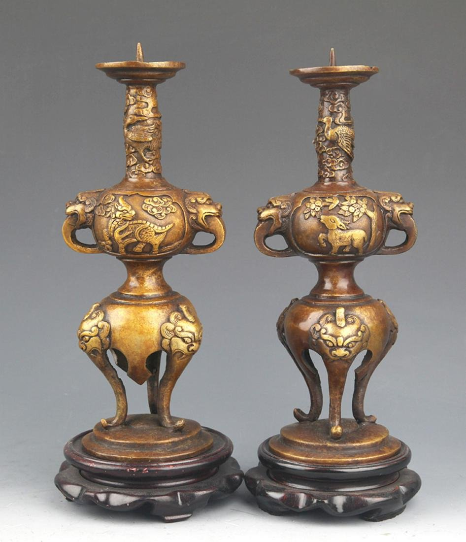 A PAIR OF ANIMAL EAR BRONZE CANDLESTICK