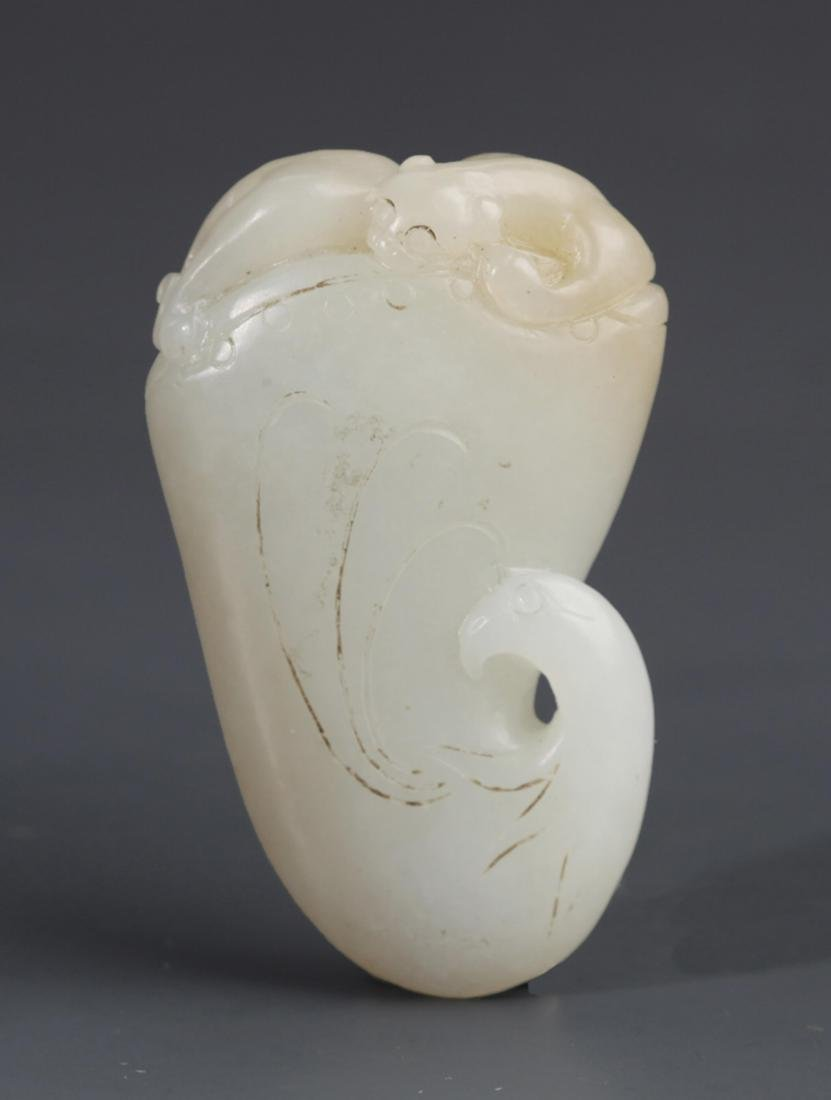 A RUI NIAO CARVING GREENISH WHITE JADE PENDANT