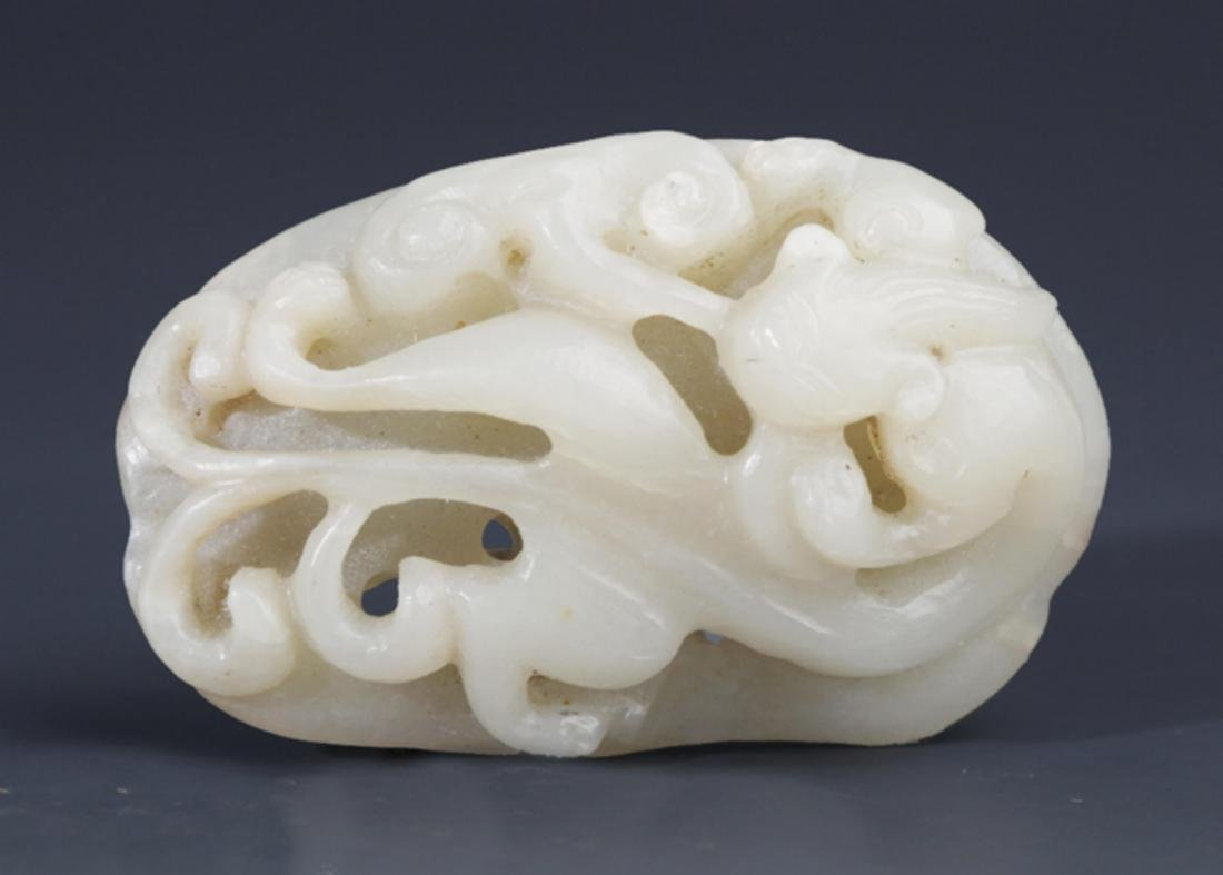 A FINELY DRAGON CARVING PALE CELADON JADE PENDANT