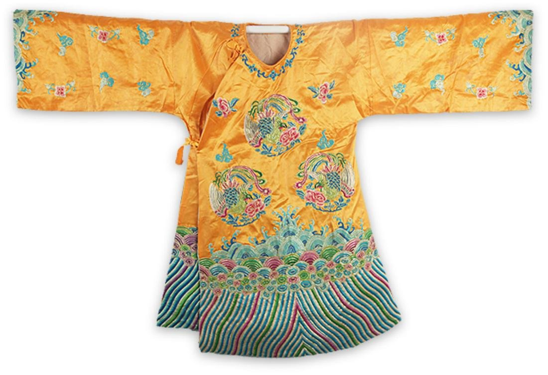 A FINE HAND MAKING DRAGON EMBROIDERED ROBE