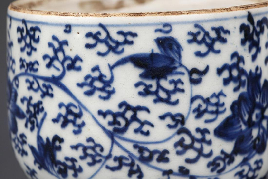 A FLOWER PAINTED BLUE AND WHITE R PORCELAIN CUP - 4
