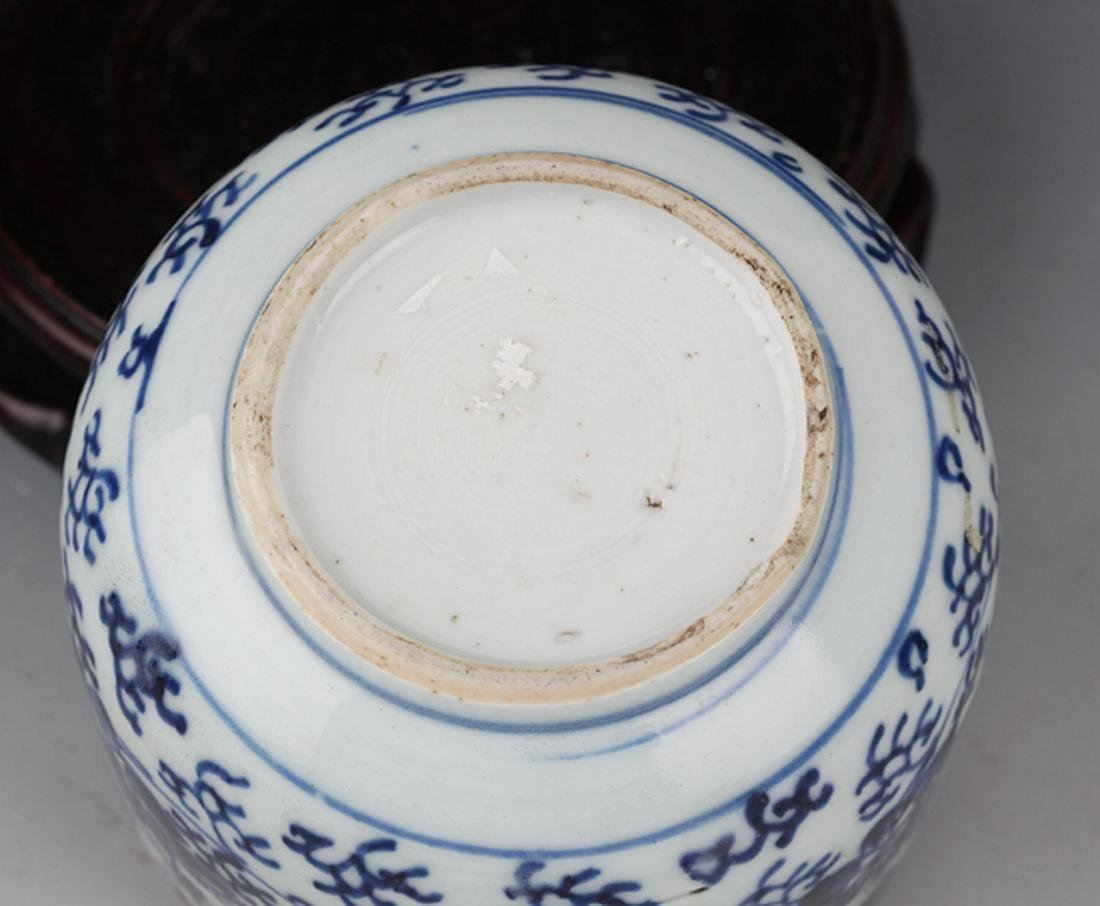 A FLOWER PAINTED BLUE AND WHITE R PORCELAIN CUP - 6