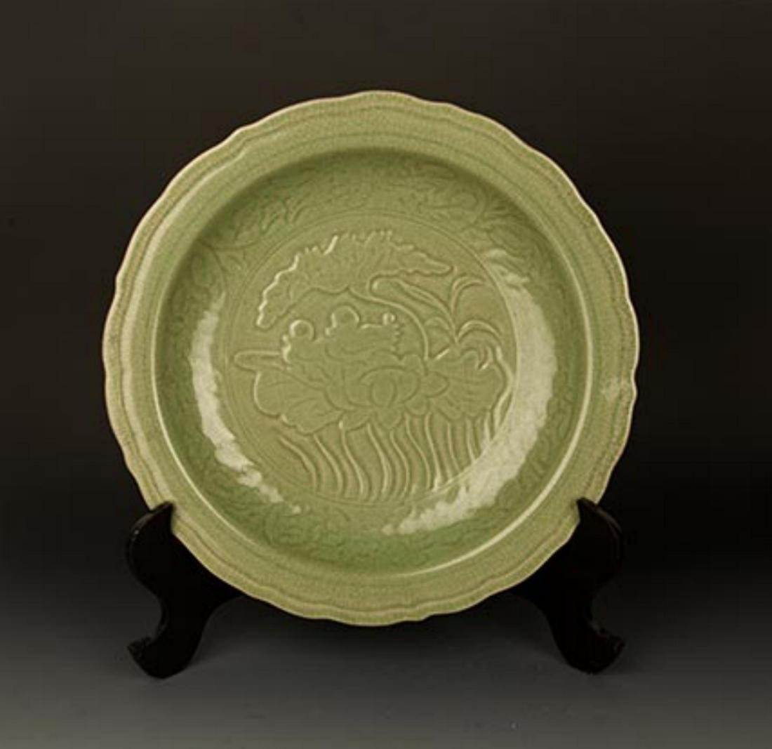 A LARGE DARK GREEN COLOR LOTUS CARVING PLATE