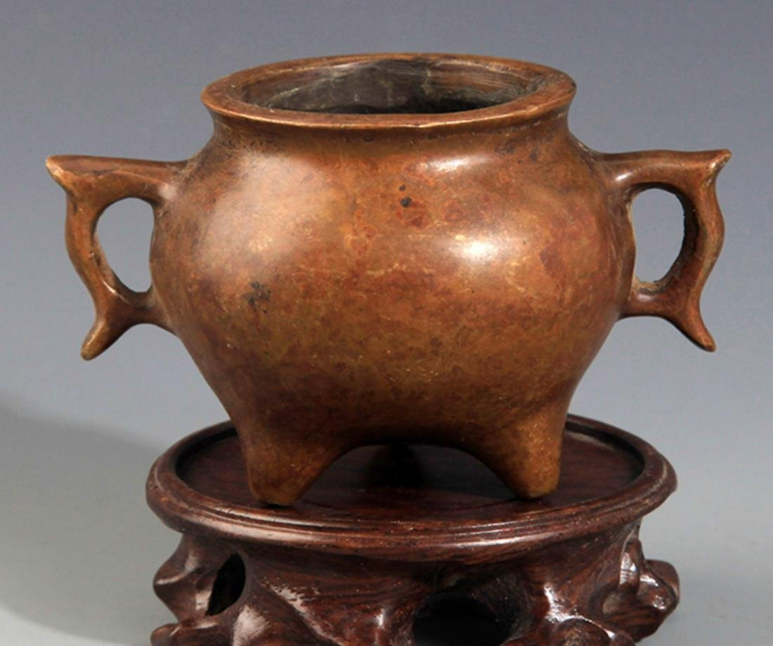 A DOUBLE FISH EAR SHAPED BRONZE CENSER