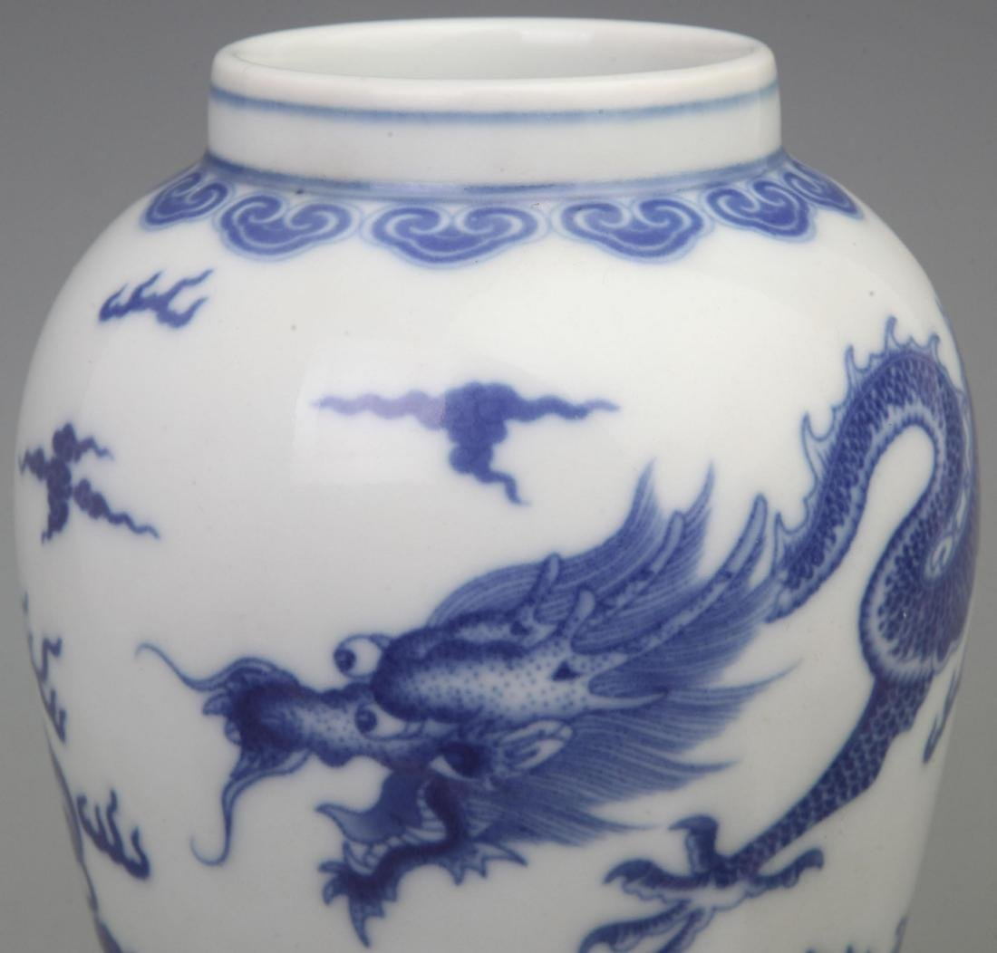 A FINE BLUE AND WHITE PORCELAIN VASE WITH REDWOOD LID - 3