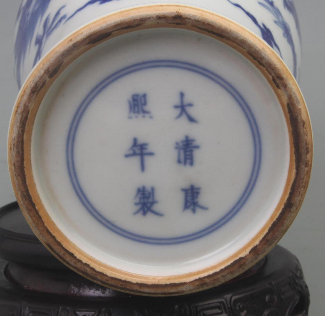 A FINE BLUE AND WHITE PORCELAIN VASE WITH REDWOOD LID - 8
