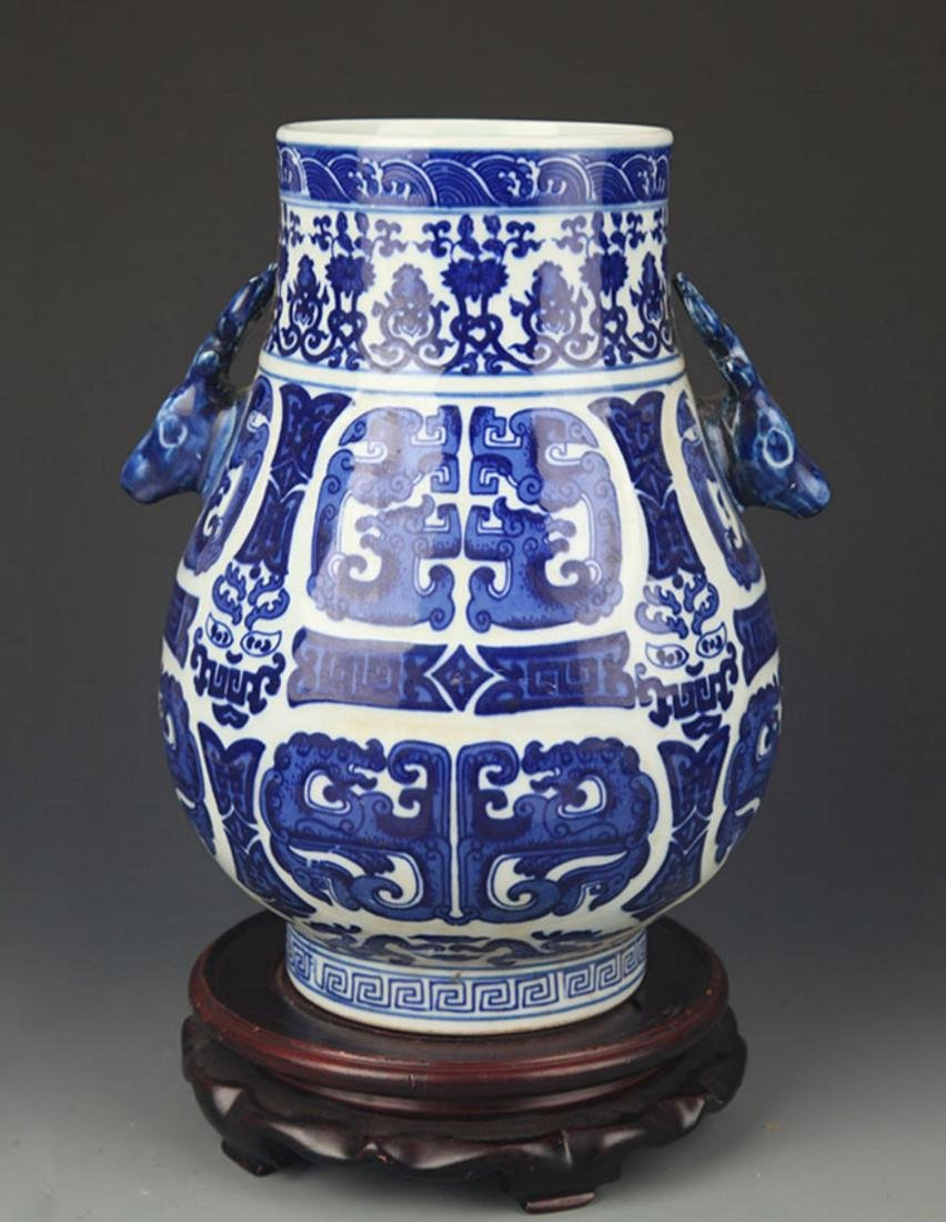 A BLUE AND WHITE DEER HEAD HANDLE VASE