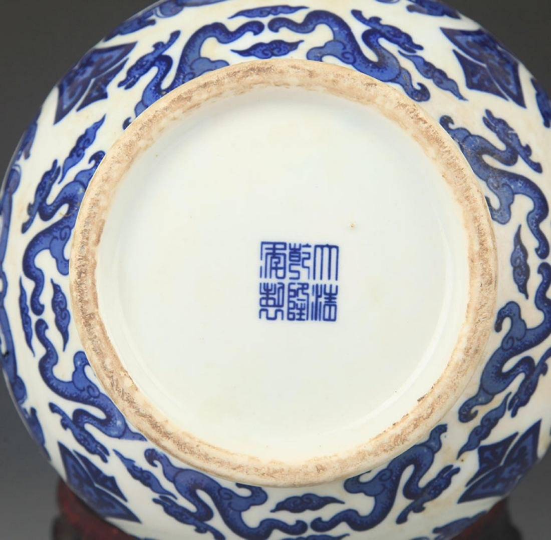 A BLUE AND WHITE DEER HEAD HANDLE VASE - 4