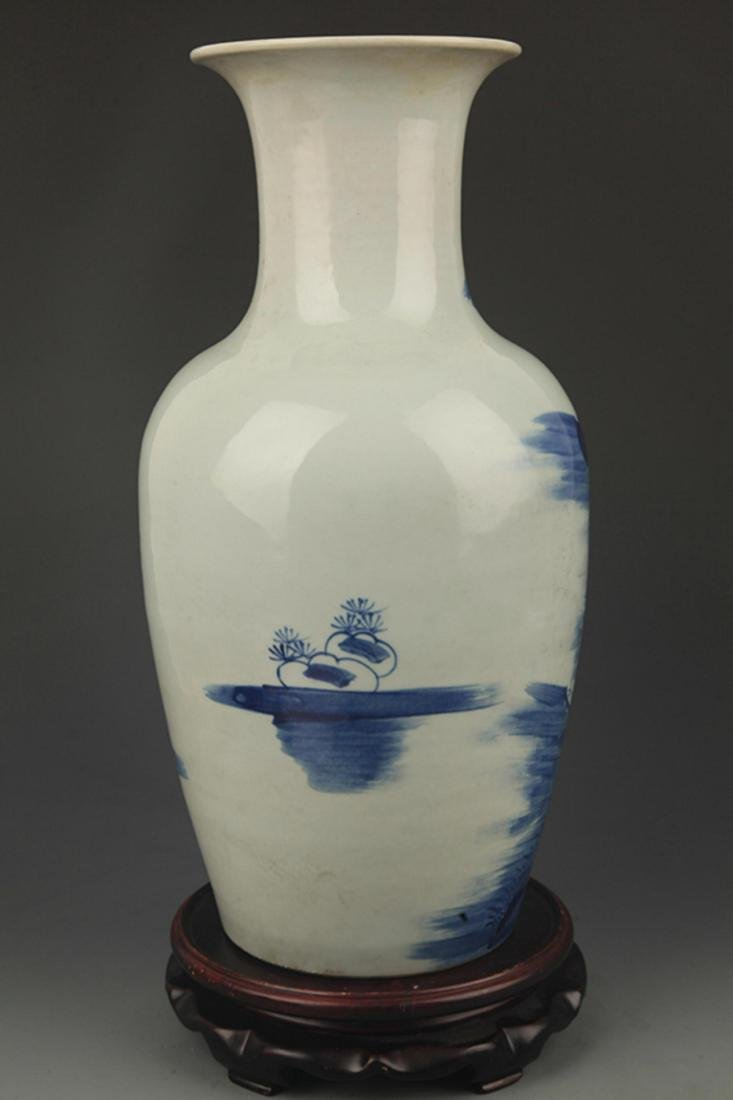 A BLUE AND WHITE STORY PAINTED VASE - 4