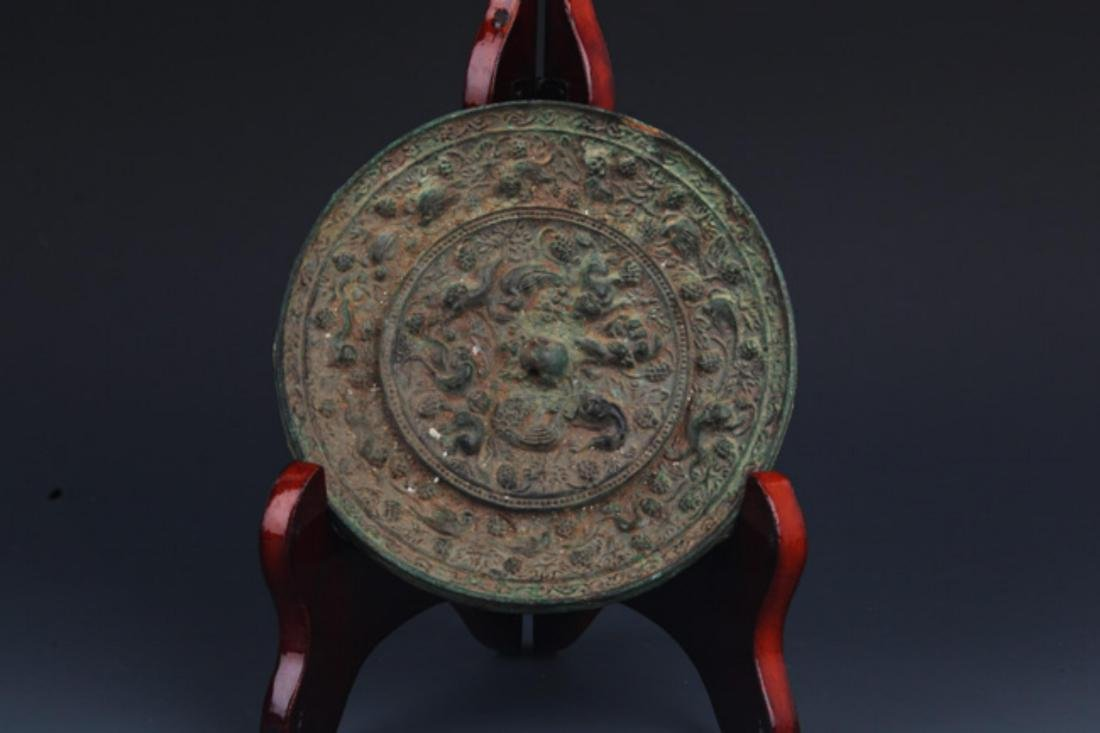 A FINE ANIMAL CARVING ROUND BRONZE MIRROR