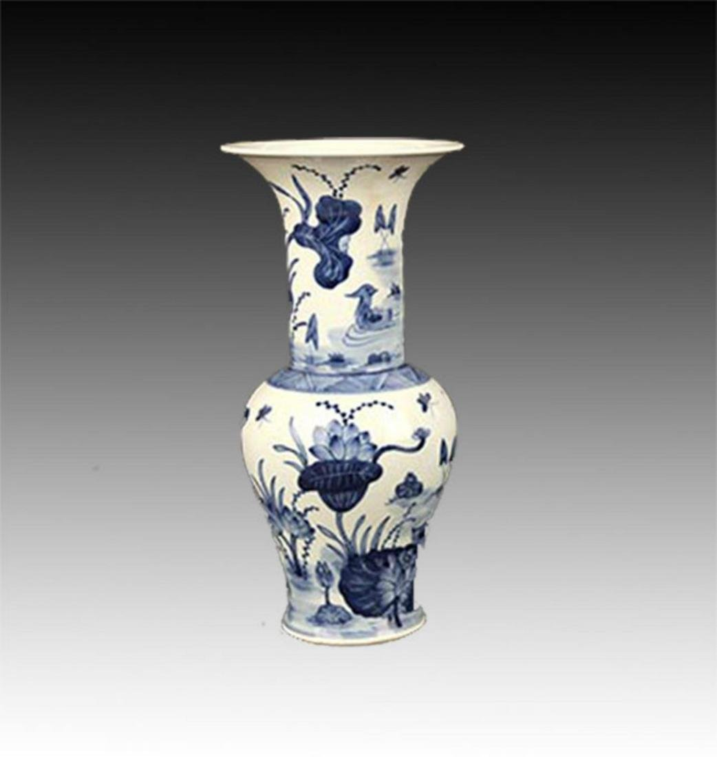 A BLUE AND WHITE LOTUS PAINTED PORCELAIN VASE