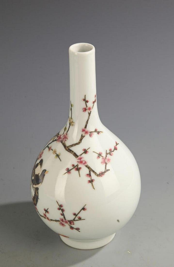A FAMILLE-ROSE MAGPIE ON PLUM TREE PORCELAIN BOTTLE - 3