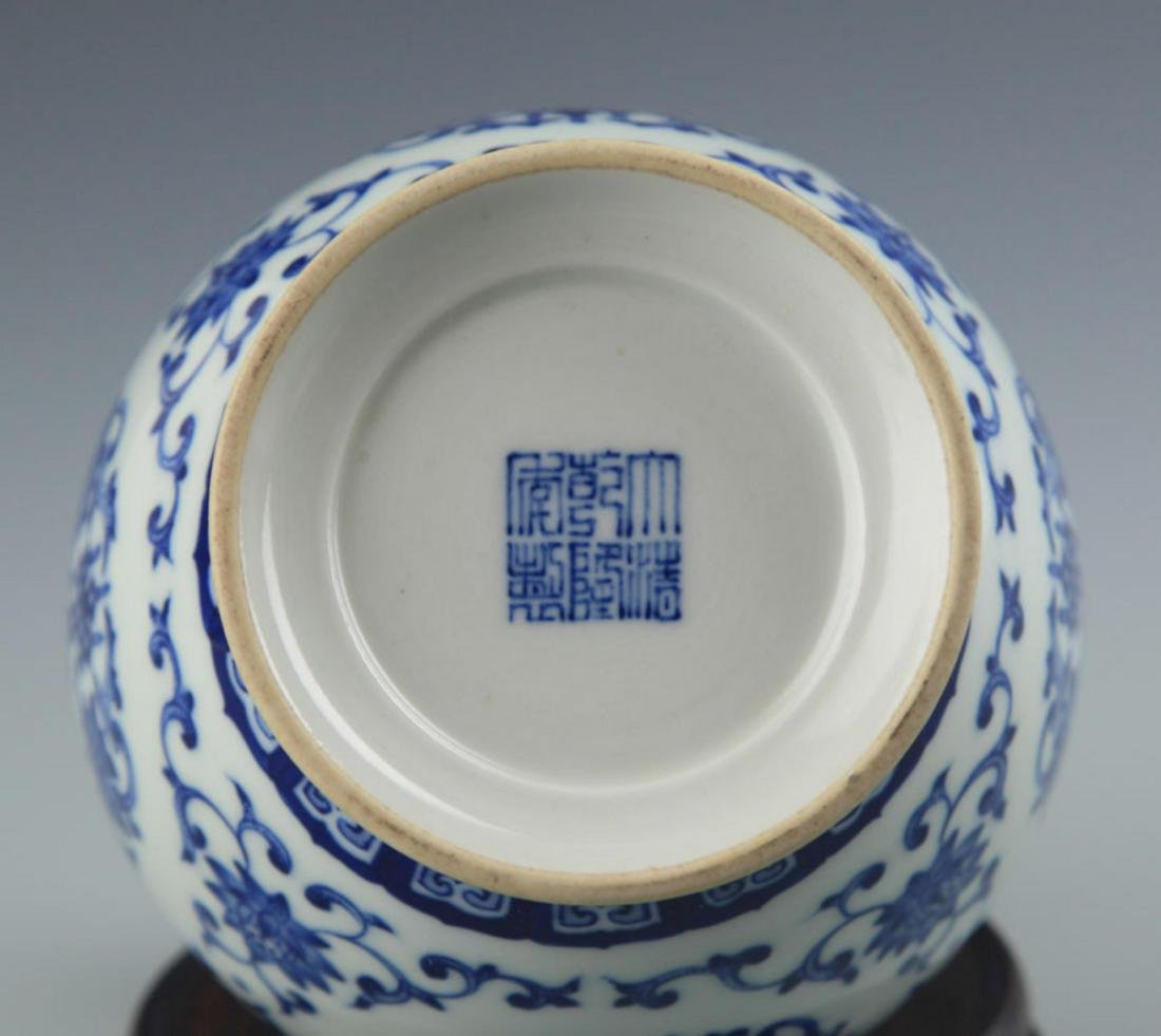 A RARE GILT BLUE AND WHITE FLOWER PATTERN LONG NECK - 6