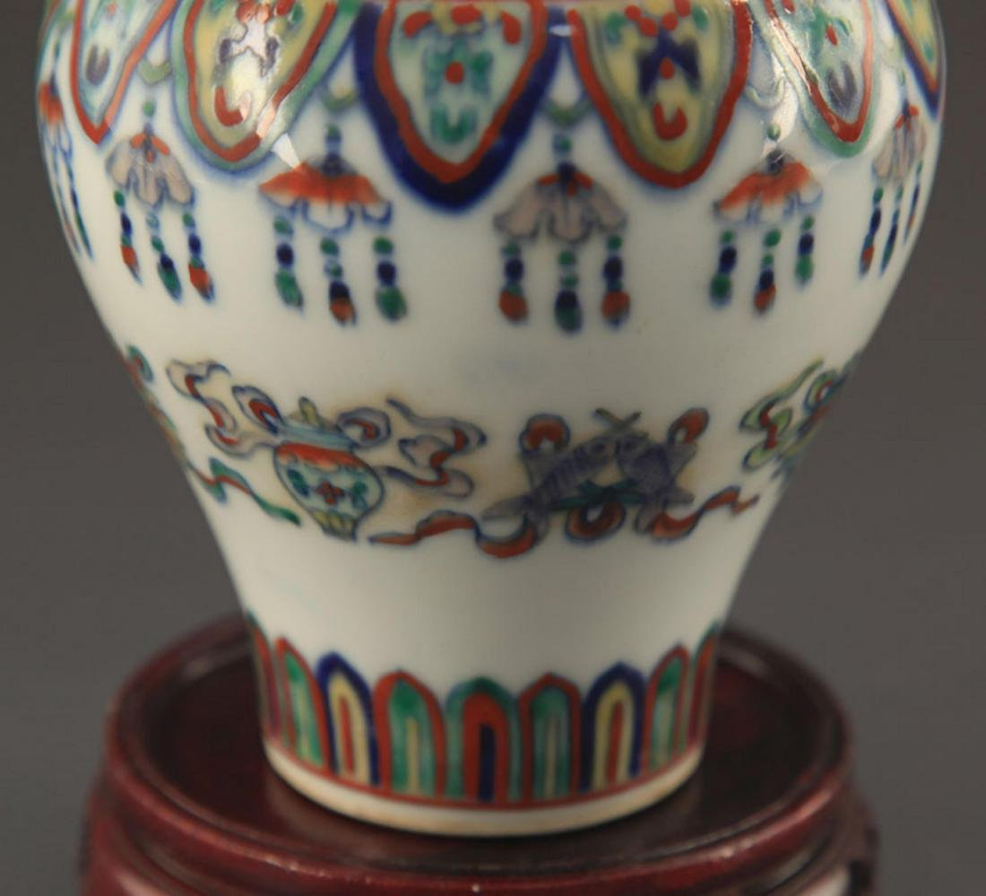 A FINE DOUCAI COLOR FLOWER PATTERN PORCELAIN JAR - 4