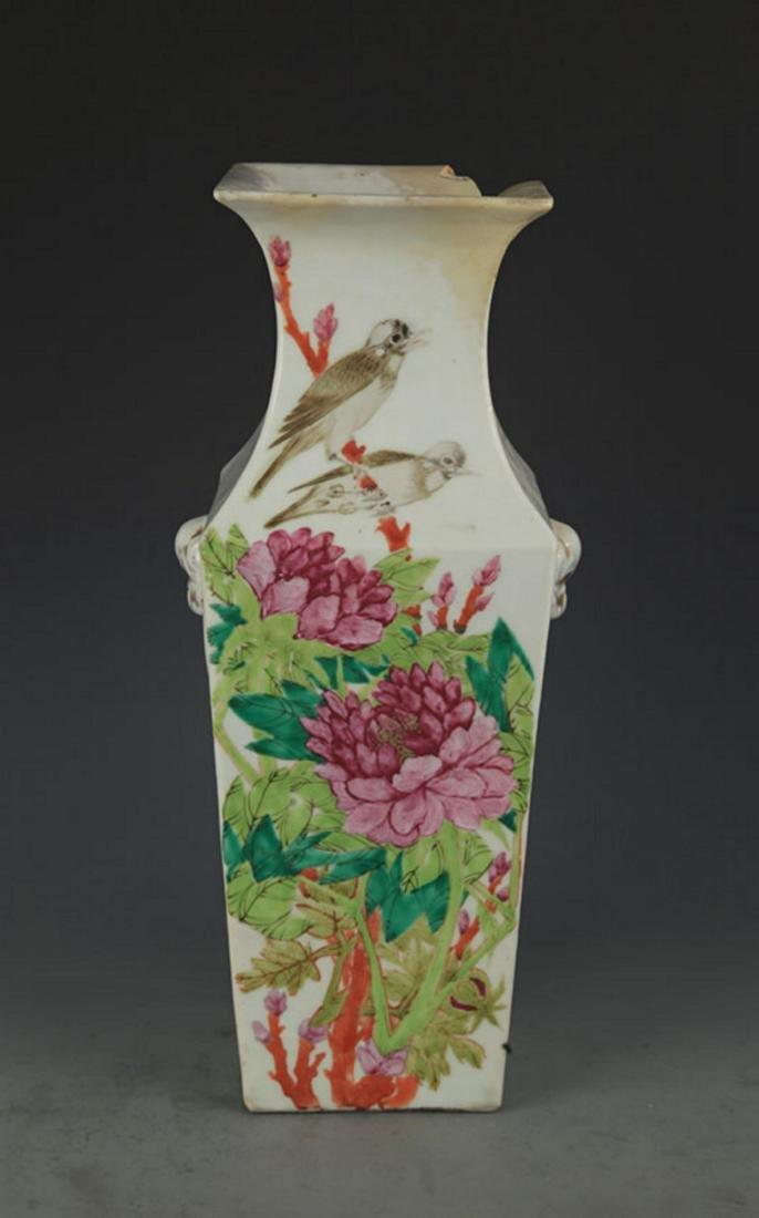 A FINE FLOWER AND BIRD PATTERN PORCELAIN SQUARE VASE