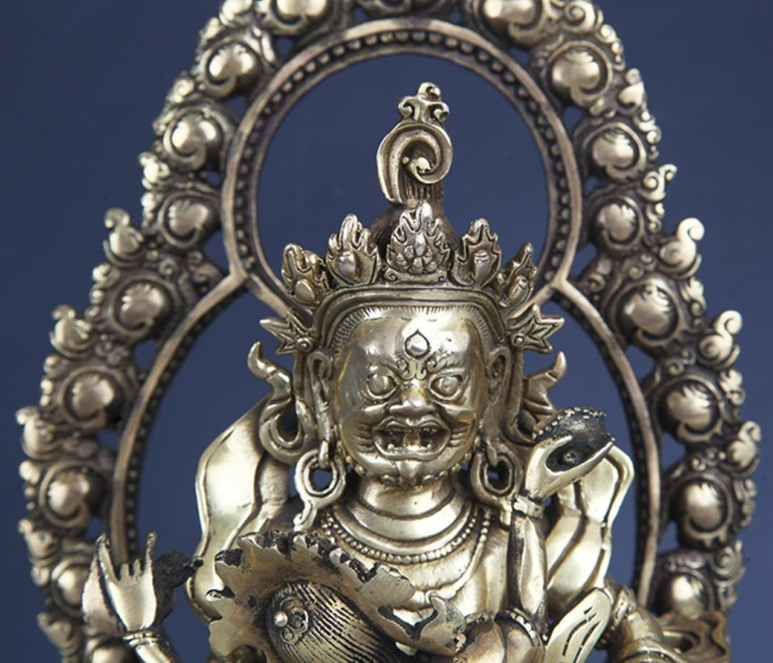 A FINELY CARVED BRONZE BUDDHA - 2