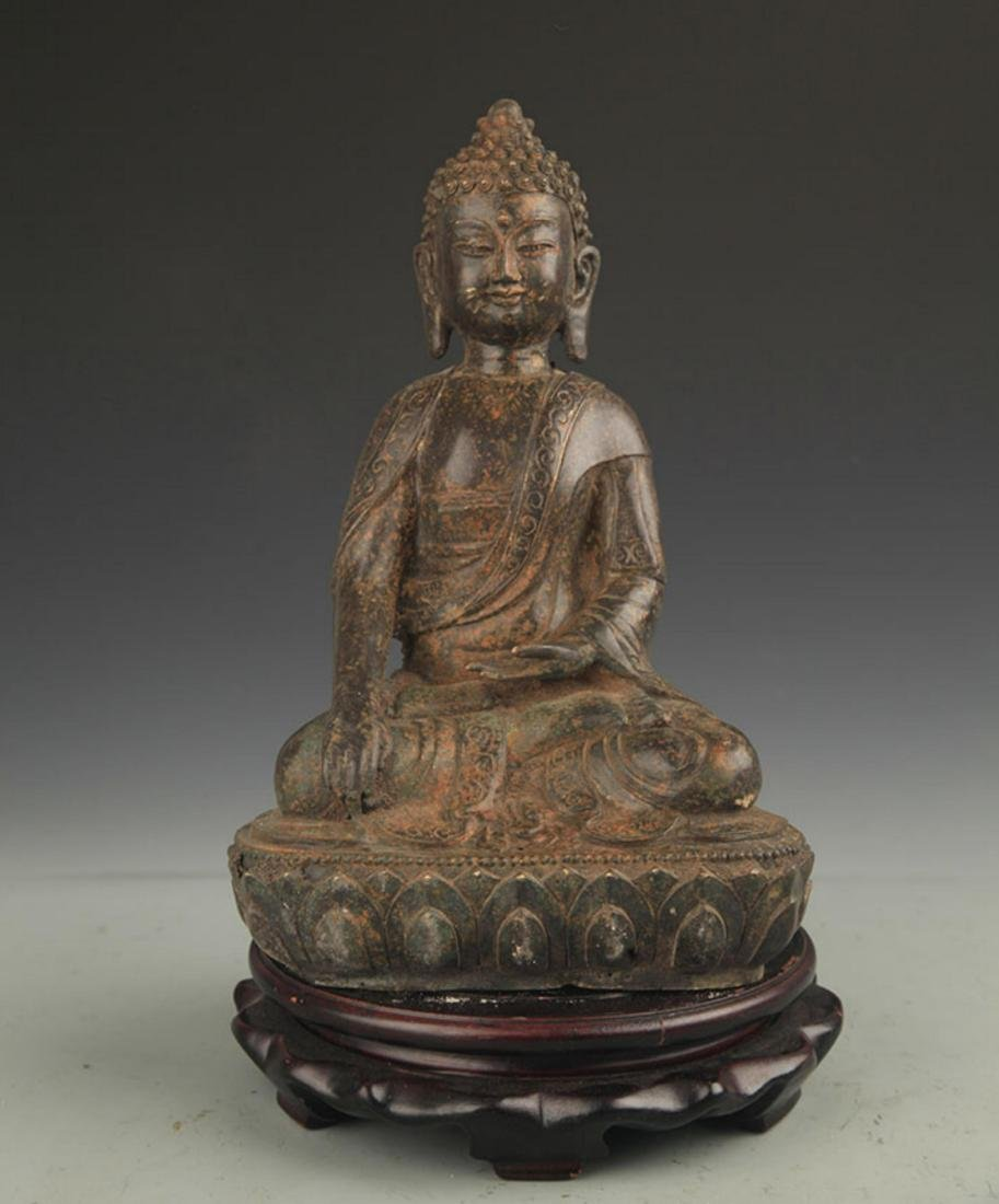 A FINE BRONZE AKSHOBHYA BUDDHA STATUE