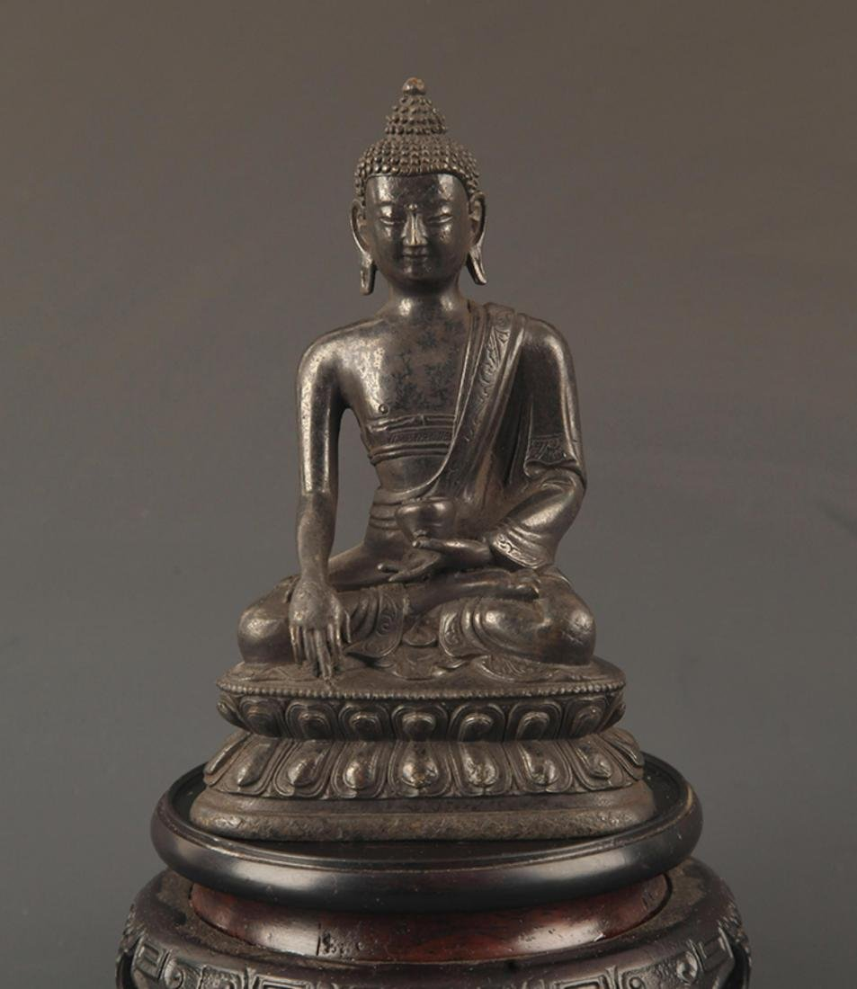 A FINE BRONZE TIBETAN BHAISAJYAGURU BUDDHA