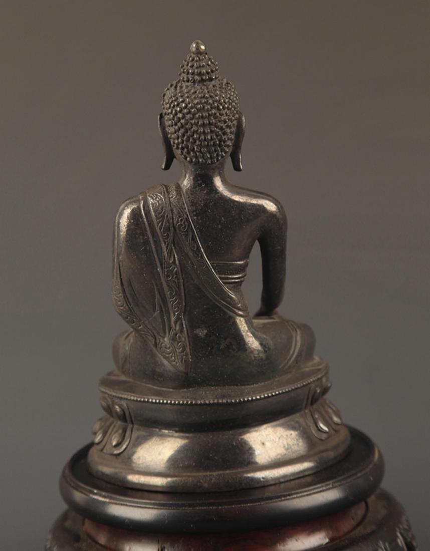 A FINE BRONZE TIBETAN BHAISAJYAGURU BUDDHA - 4