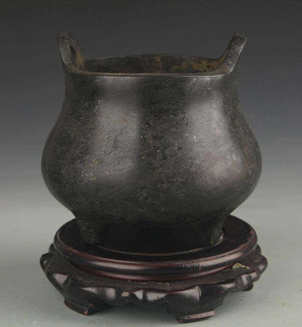 A BRIDGING EAR TRIPOD BRONZE CENSER