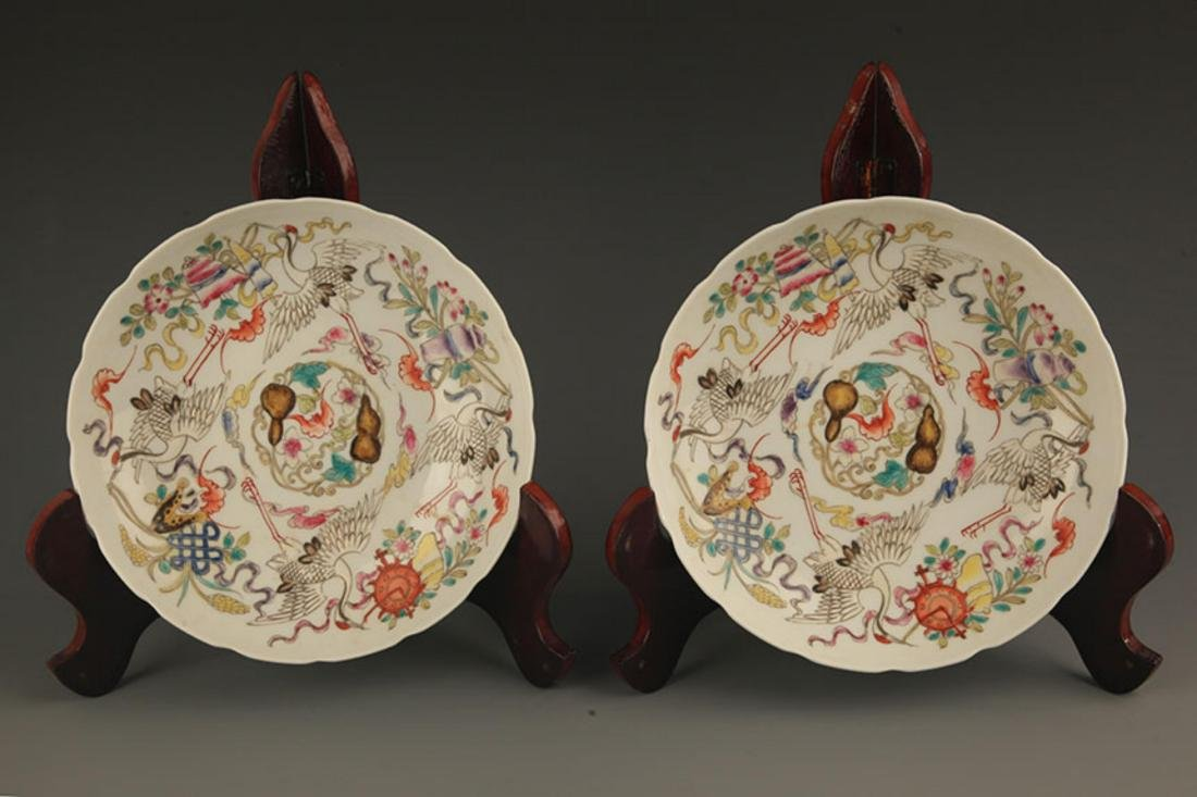 A FINELY PAINTED FAMILLE ROSE PORCELAIN BOWL
