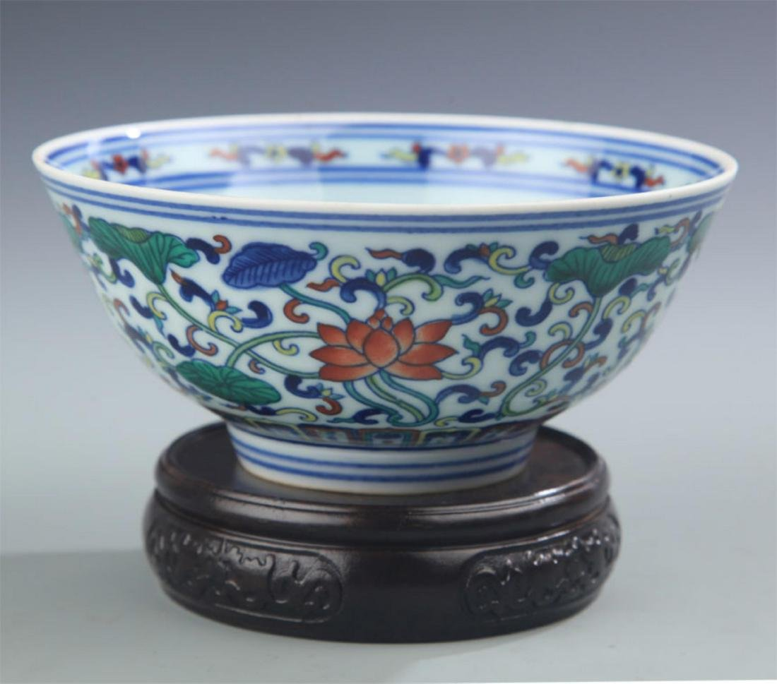A RARE DOU CAI COLOR LOTUS FLOWER PATTERN BOWL