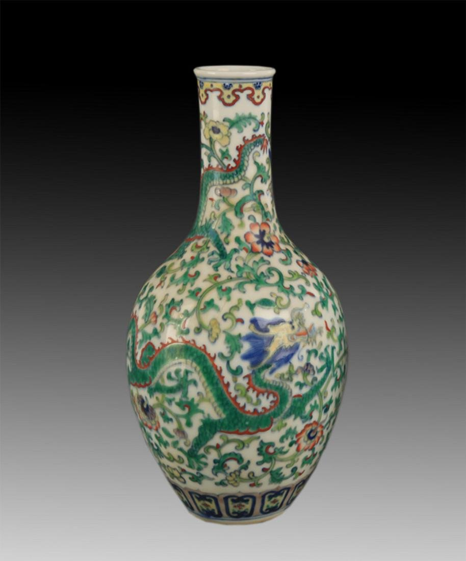 A FINE DOUCAI COLOR DRAGON LONG NECK BOTTLE