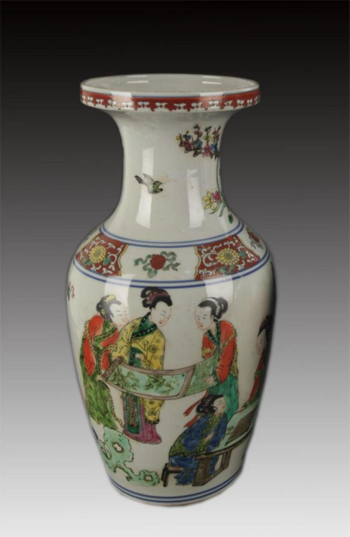 A FAMILLE ROSE STORY PAINTED DECORATIVE VASE