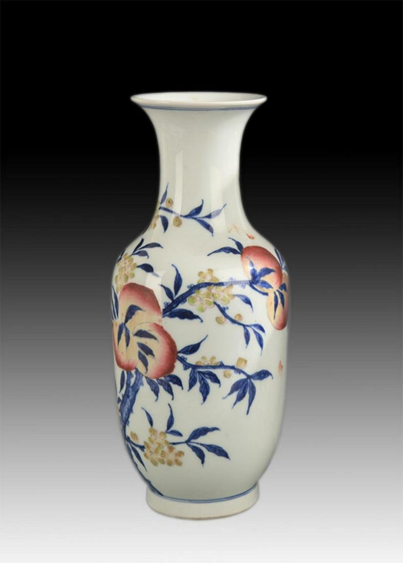 BLUE AND WHITE FAMILLE ROSE PEACH PATTERN VASE