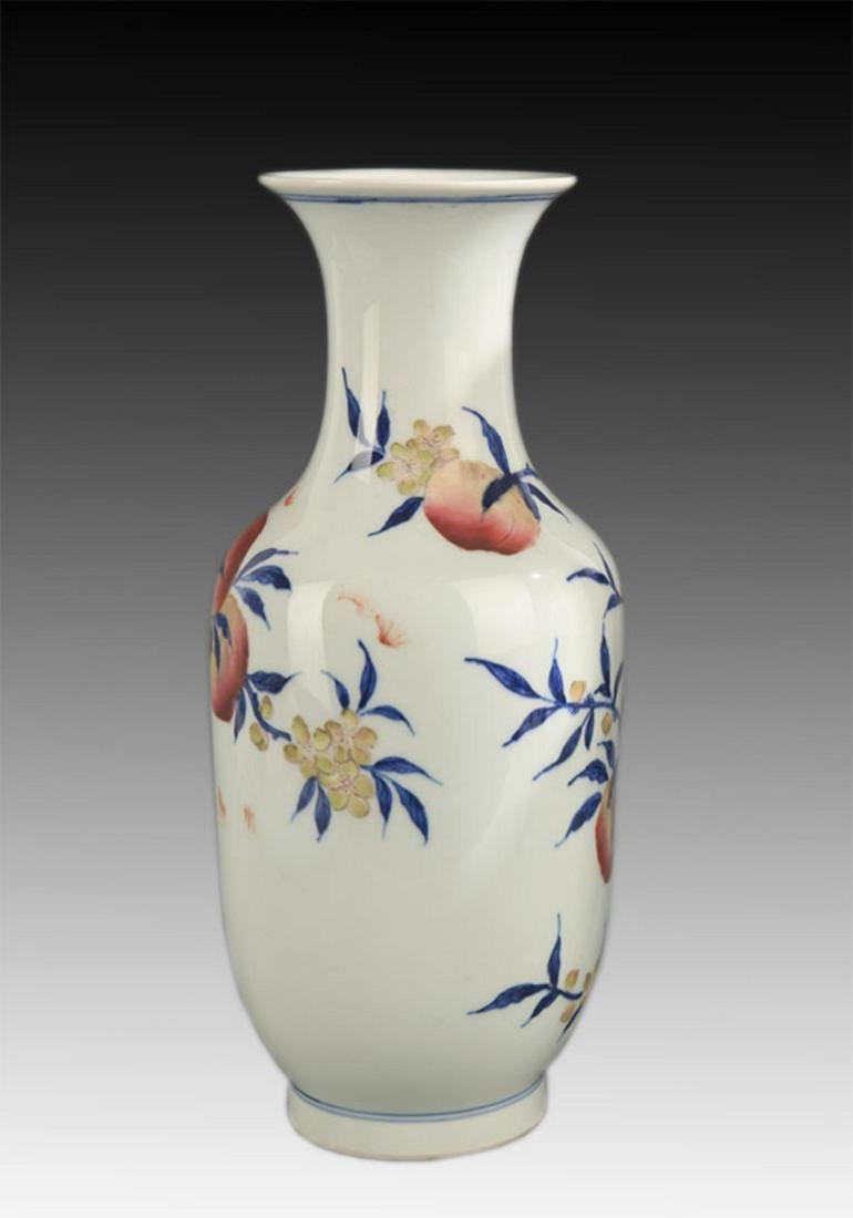 BLUE AND WHITE FAMILLE ROSE PEACH PATTERN VASE - 4