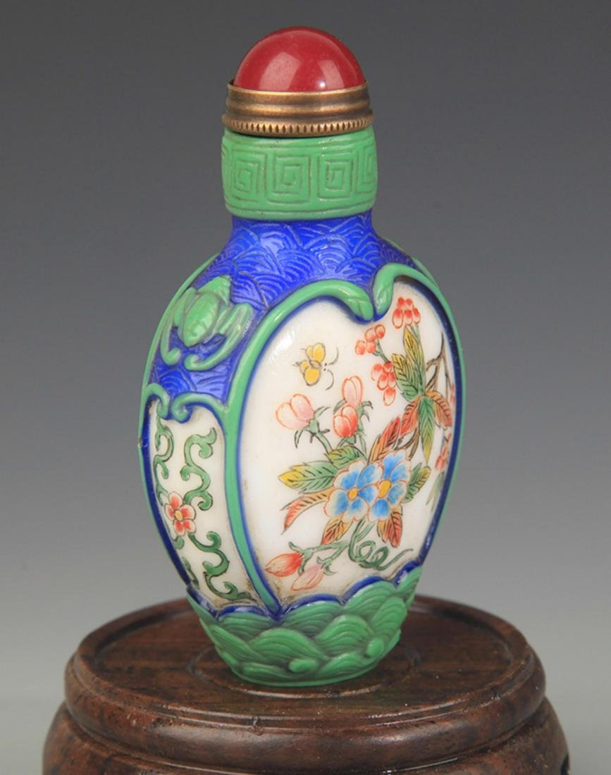 A FLOWER PAINTED GLASS SNUFF BOTTLE - 3