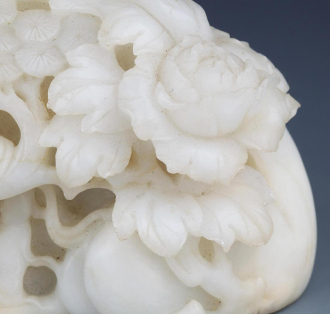 A RARE AND FINELY CARVED WHITE JADE DECORATION - 3
