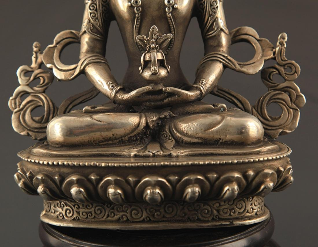 A FINELY CARVED BUDDHA STATUE - 3