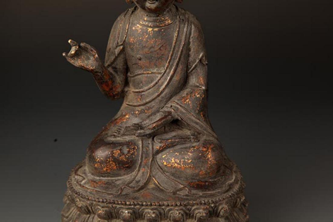 A FINE CAST IRON FIGURE OF TATHAGATA BUDDHA - 3