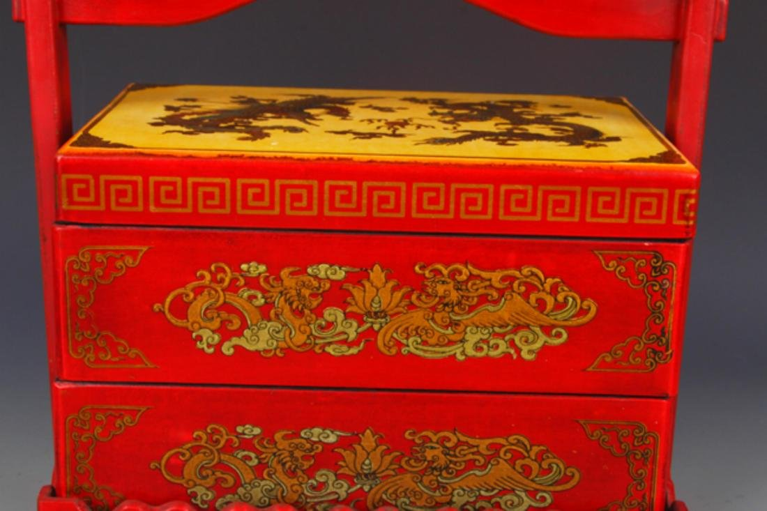 A RED COLOR SPRINKLE GOLD PAINTED LACQUER LUNCH BOX