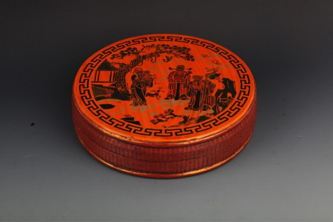 A FINE GILT ROUND WOODEN FOOD CONTAINER