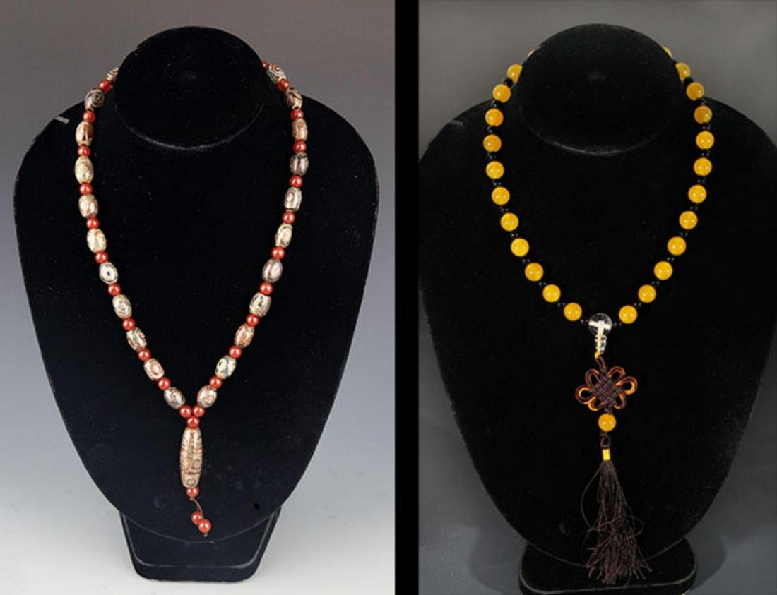 GROUP OF TWO TIAN ZHU AND CRYSTAL NECKLACE