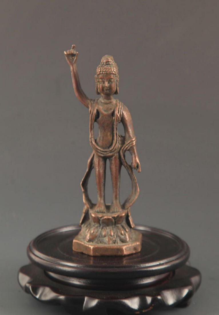 A SMALL BRONZE AKSHOBHYA BUDDHA FIGURE