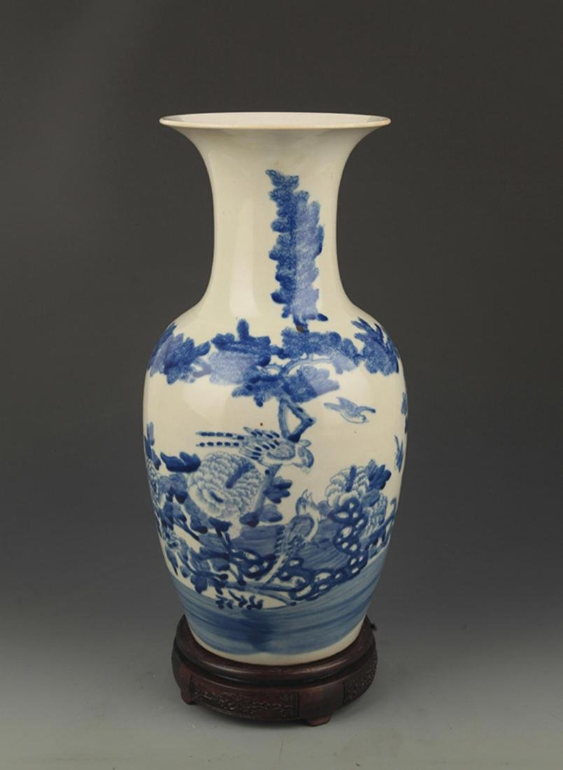 BLUE AND WHITE FLOWER PATTERN DECORATIVE VASE