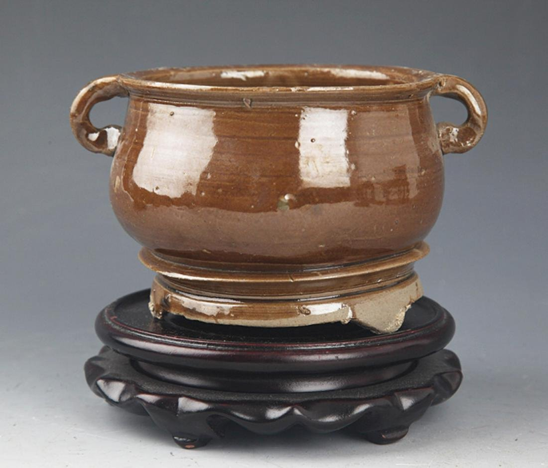 A DOUBLE EAR BROWN COLOR PORCELAIN CENSER